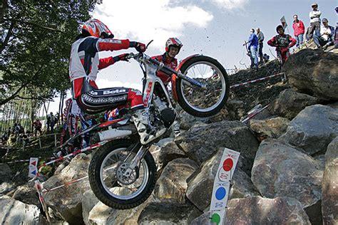 Motorrad Trial Xtreme by Trial A 360 Gradi A Norcia Esibizione Di Petrangeli E