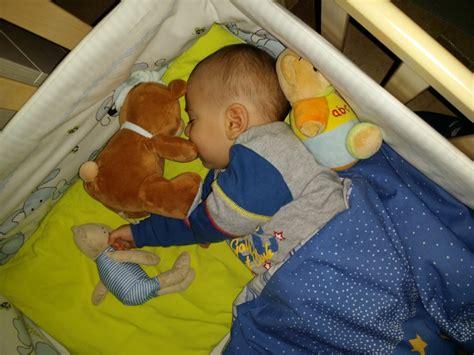 neonato nella culla come abituare un neonato a dormire da