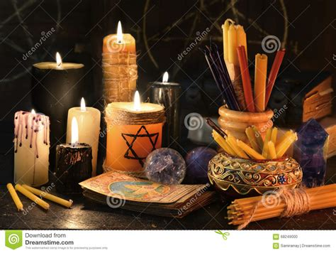 magia con le candele natura morta magica con le candele i libri e le carte di