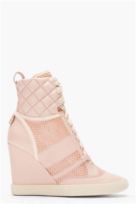 pink wedge sneakers chlo 233 pink snakeskin wedge sneakers in pink lyst