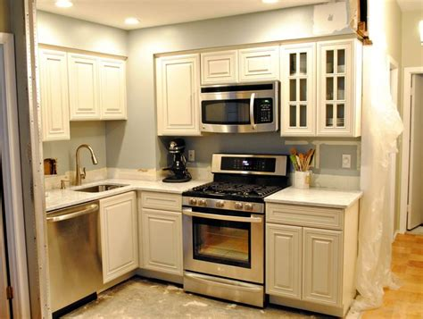 small kitchen reno ideas 17 best ideas about small kitchen renovations on