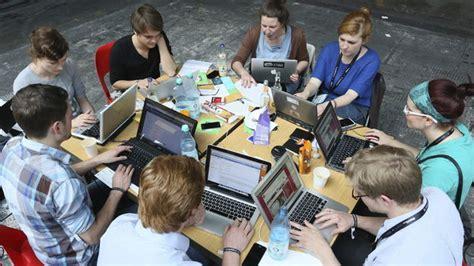 imagenes de adolescentes usando redes sociales mijob una nueva forma de encontrar trabajo ideada por