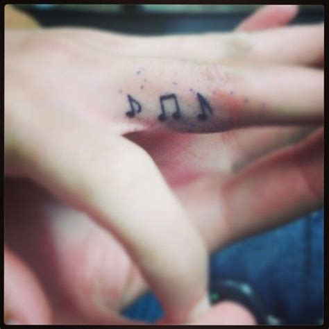 Finger Tattoo Music Note | 22 attractive music note tattoos on finger