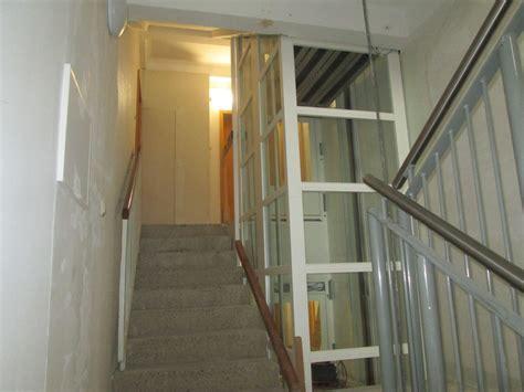 treppenhaus mit aufzug dorf mecklenburg nachr 252 stung innenliegender aufz 252 ge
