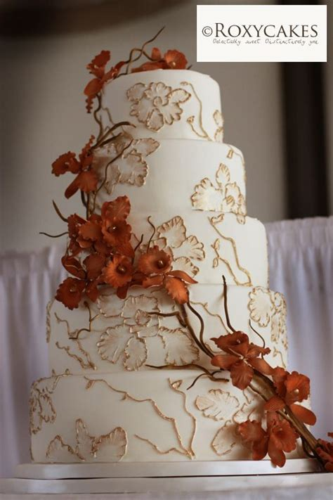 7 Ideas For A Fall Wedding by Wedding Cakes And Seasonal Floral And Leave Decorations