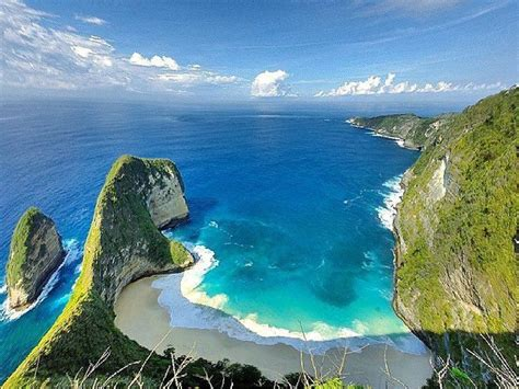 floating mountain islands nusa penida lesser sunda