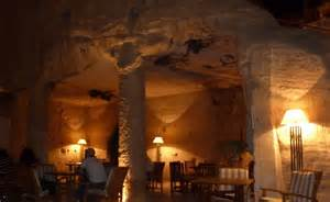 cave bar petra jordan by night and the cave bar pointsandtravel com
