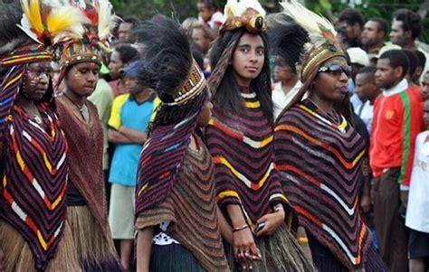 Baju Adat Papua Koteka filosofi baju adat papua dan keterangannya kisah asal usul