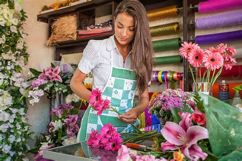 Florist In by Florist Working In Flower Shop By Mosuno Florist