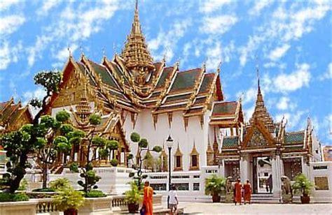 thai palace wat pho travelling bangkok
