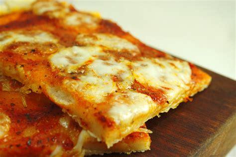 come si fa la pizza in casa la ricetta della pizza senza glutine foto guida