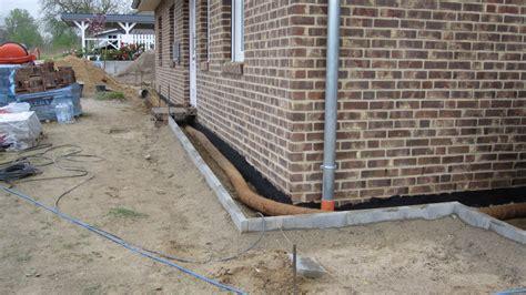 haus ohne keller drainage drainage am haus verlegen