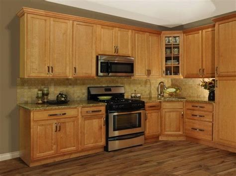 what paint color goes best with honey maple cabinets 1000 ideas about light oak cabinets on pinterest light