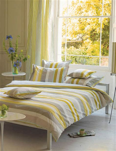 gray yellow bedroom light gray and yellow color scheme calm fall decorating ideas