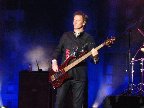 Duran Duran Bassist Gets Robbed by Bass Guitarist