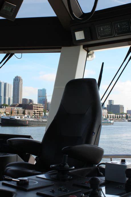 krimpen loopt uit voor koninklijk bezoek majesteit - Sleepboot Stuurman