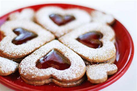 valentine linzer cookies recipe simplyrecipescom