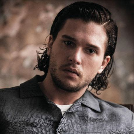 hair style kit kit harington photos with his wavy medium hairstyle with