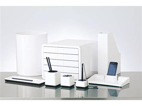 accesoires bureau informatie kantoorbenodigdheden nodig