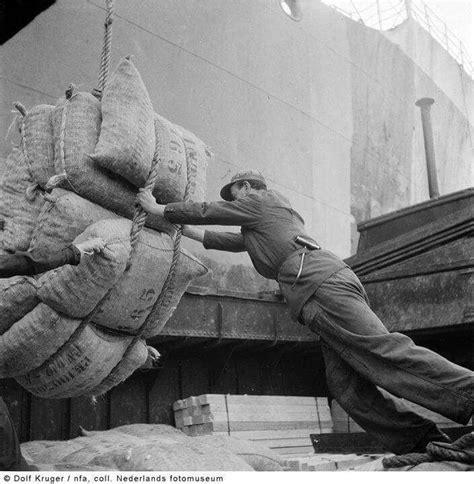 werk binnenvaart zwaar werk in de haven binnenvaart en havens pinterest