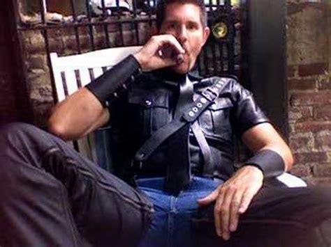 Black Master Cigar black leather and cigar