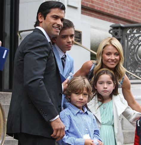 kelly ripa and family mark consuelos and kelly ripa celebrate son s graduation