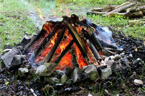 lagerfeuer garten viel freude am grill und lagerfeuer haushaltstipps und