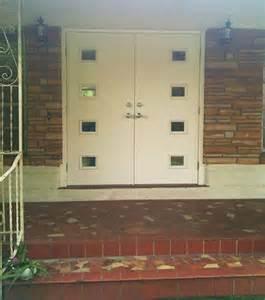 Mid Century Front Door Barbra Installs Mid Century Style Front Doors From Therma Tru S New Line Retro Renovation