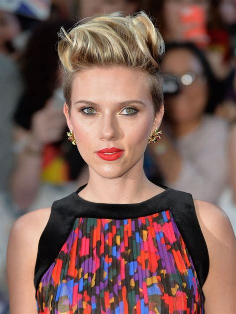 scarlett o hara hairstyle 5 new ways to style a pixie cut like scarlett johannson