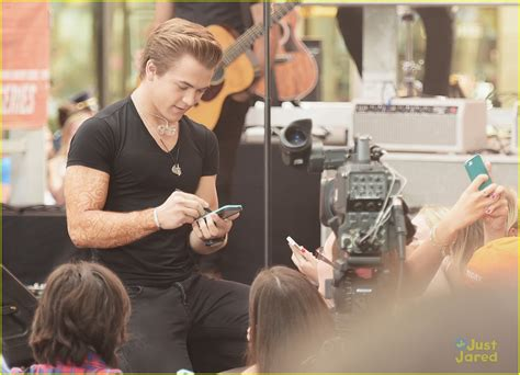 tattoo mp3 download hunter hayes hunter hayes shows off new full sleeve henna tattoo on