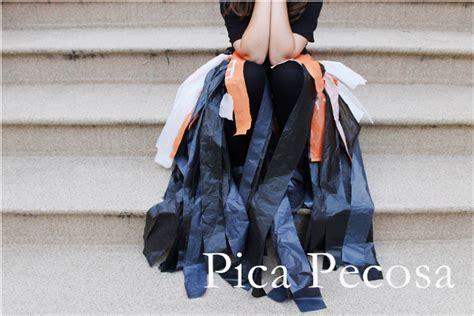 como hacer unas alas con bolsas de basura o carton de pajaro haz un vestido de bruja diy para halloween con 2 bolsas de