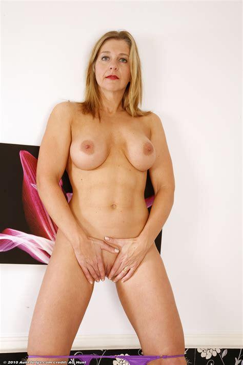 Mature Naked Pussy Women Appetizing Moms