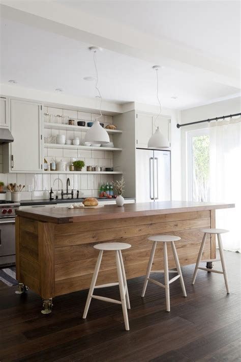 rolling islands for kitchens best 25 rolling kitchen island ideas on pinterest