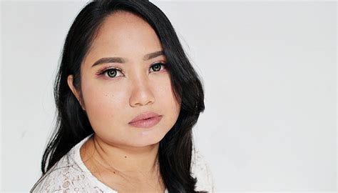 Lipstik Esqa 3 greige lipstick dari brand lokal daily