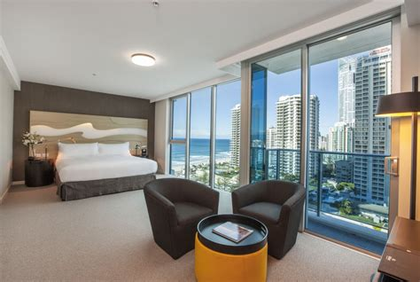 hotel rooms surfers paradise