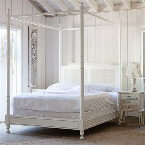 white canopy bed pin by pisica on shabby chic