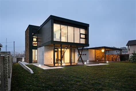 architectural design focused on contrasts of shape and nature