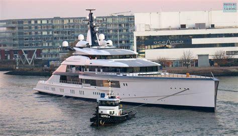 boat names with jones jerry jones his crazy us 250 000 000 yacht bravo eugenia