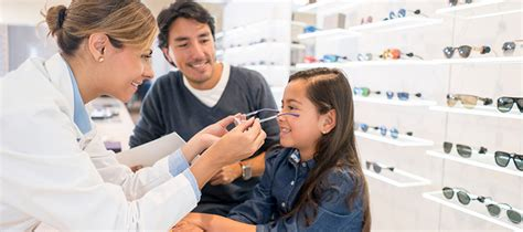 optician careers find schools and degree programs