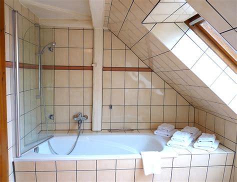 duschkabine unter dachschr ge duschen in badewanne unter schrage das beste aus