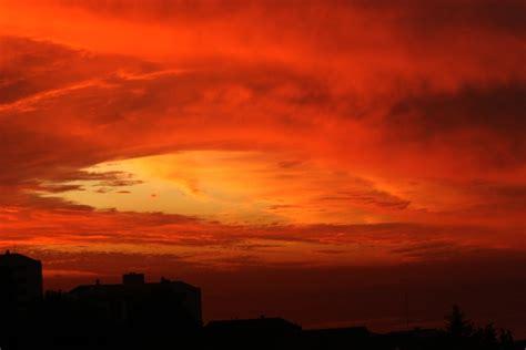 imagenes de nubes rojas 191 por qu 201 el cielo se ti 209 e de rojo mimeteo
