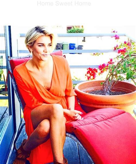 extra charissa thompson haircut embedded image permalink pinteres