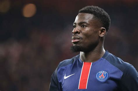 serge aurier 2018 haircut beard eyes weight