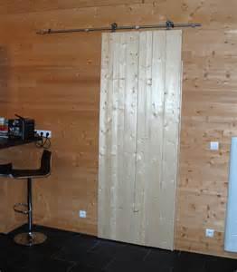 pose d une porte coulissante maison en bois au bois hulin