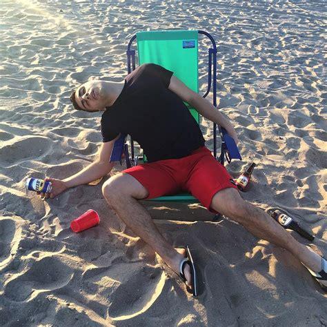 imagenes graciosas de borrachos en la playa 15 fotos que prueban que no puedes confiar en nadie cuando