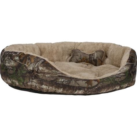 realtree dog bed magellan outdoors realtree xtra 174 large 2 piece dog bed and plush bone toy set