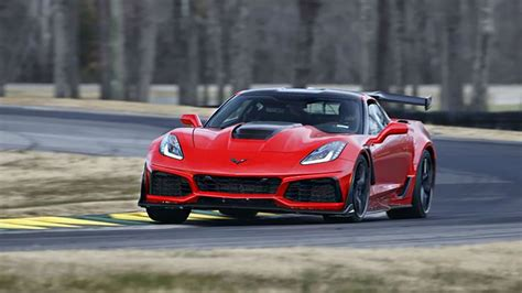 2019 chevrolet corvette zr1 is gms most powerful car the 2019 chevy corvette zr1 just smashed vir record