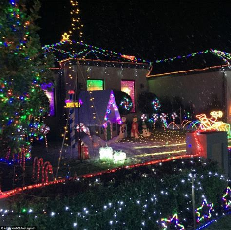 australian homes light up for spectacular christmas