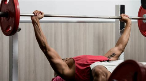 the right way to bench press bench press tips choosing the right bench press grip