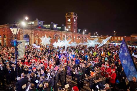 pictured thousands turn out as ashton christmas lights
